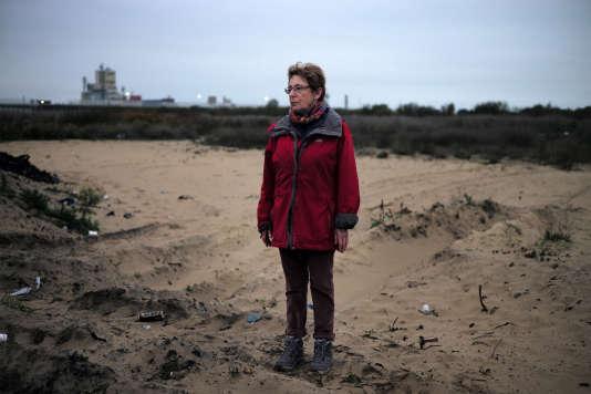 Martine Devries, présidente de la Plate-forme de services aux migrants (PSM), le16novembre2016 sur le site de l'ancienne « jungle» de Calais.