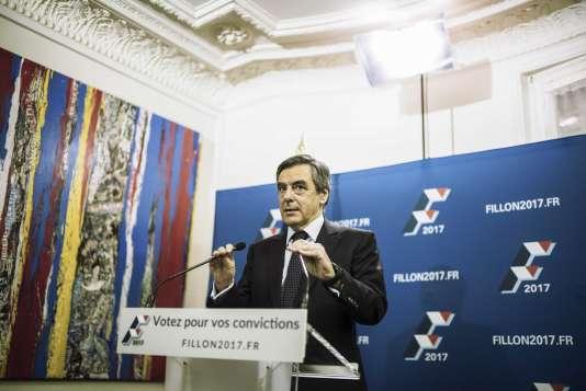 Soirée électorale avec les supporters de François Fillon au café le Dauphine, boulevard Saint-Germain.