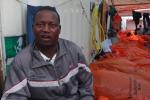 Un migrant raconte le naufrage de son bateau.