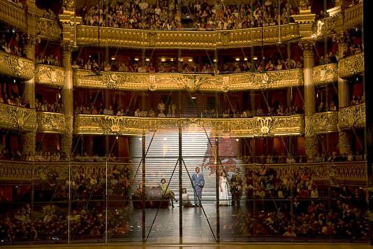 Un miroir posé sur scène place le public d'« Iphigénie» face à son propre reflet.