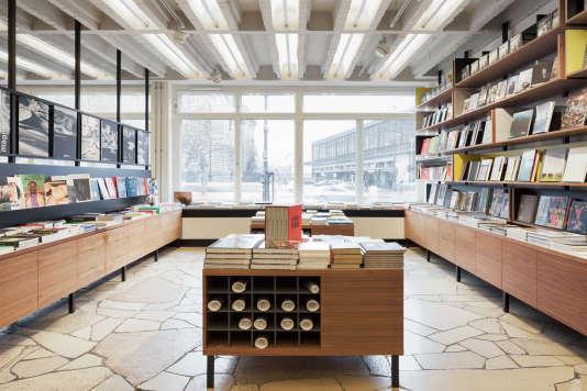 Galerie photo et librairie pointue dans cet édifice, symbole de la présence américaine pendant la guerre froide.