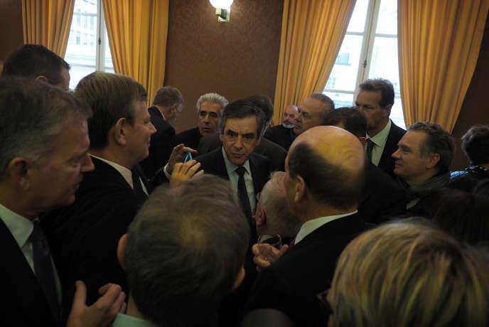 Arrivé en tête des suffrages au premier tour de la primaire de la droite et du centre, François Fillon rencontre les parlementaires, le 22novembre, à la Maison de la Chimie, à Paris.