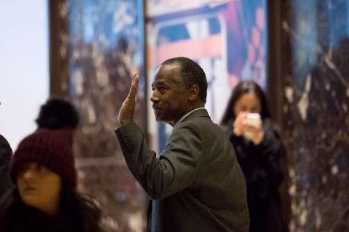 Ben Carson, quittant la Trump Tower ce mardi 22 novembre.