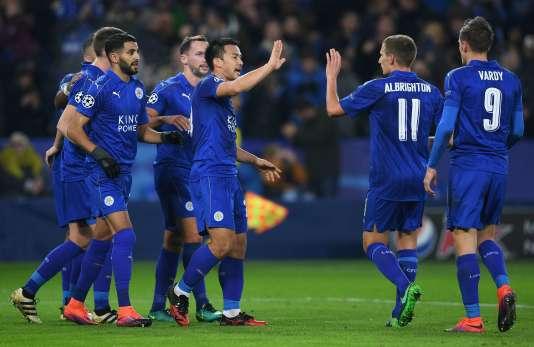 L'équipe de Leicester célèbre son score au King Power Stadium, le mardi 22 novembre.