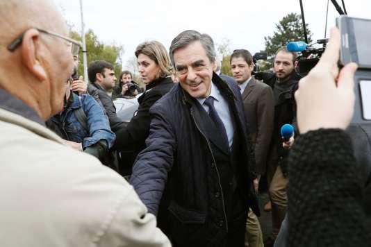 Le candidat à la primaire de la droite, en campagne à Viry-Châtillon, dans l'Essonne, le 22novembre.