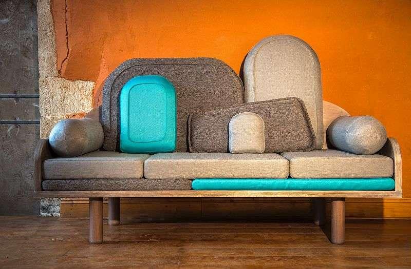 Le canapé Couchino créé par Margaux Keller pour Le Point D permet, avec sa mosaïque de coussins posée sur une structure en bois, une infinité de possibilités ! L'utilisateur choisit la teinte du bois et les tissus, parmi six configurations...