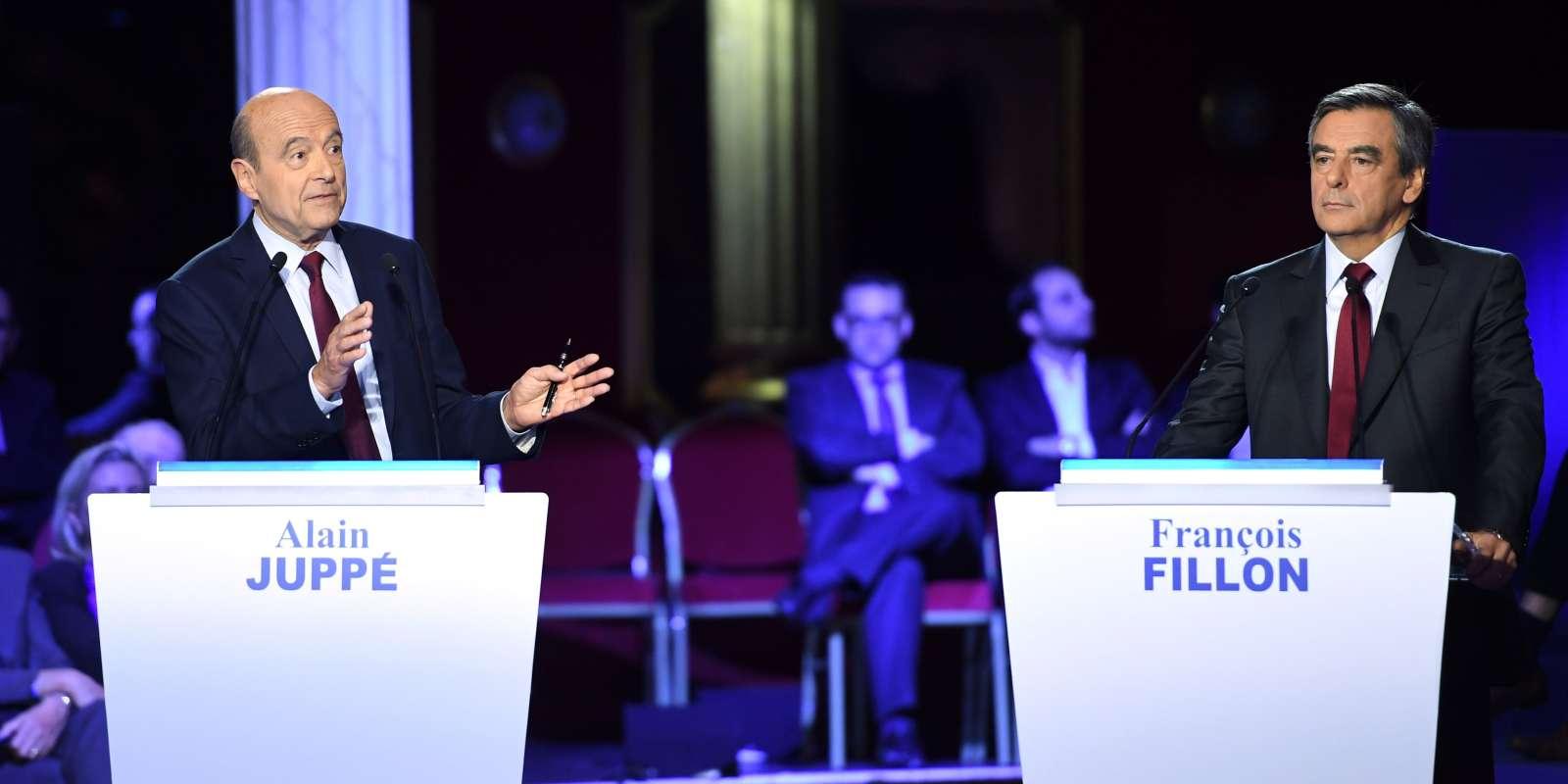 Alain Juppé et François Fillon lors du deuxième débat de la primaire de la droite, le 3 novembre, organisé salle Wagram à Paris.