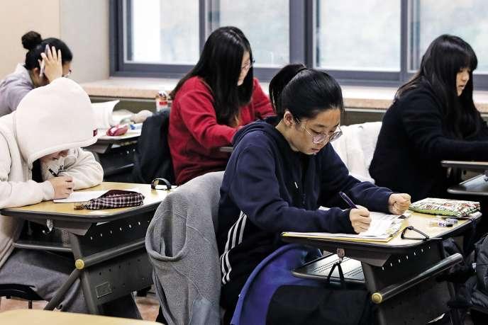 Le 17 novembre, quelque 600000 lycéens sud-coréensont passé le suneung, l'examen d'entrée à l'université.