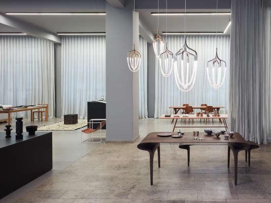 Sélection d'objets design et de vêtements stylés chez Andreas Murkudis.