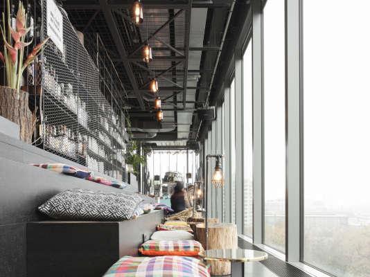Le Monkey Bar, aux baies vitrées ouvertes sur le Tiergarten.