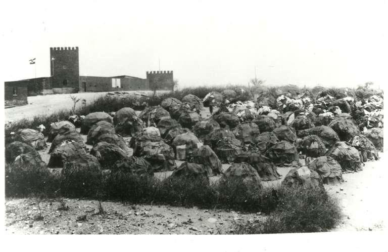 Le camp de concentration de Windhoek, implanté au centre de la ville. À l'arrière-plan, l'ancien fort établi en 1890 par Curt von François.