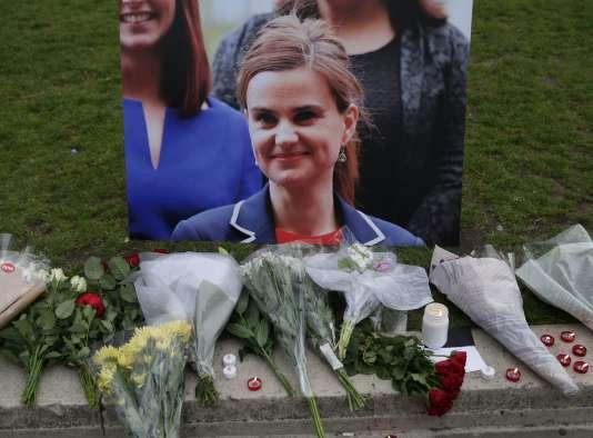Hommage à Jo Cox en juin à Londres.