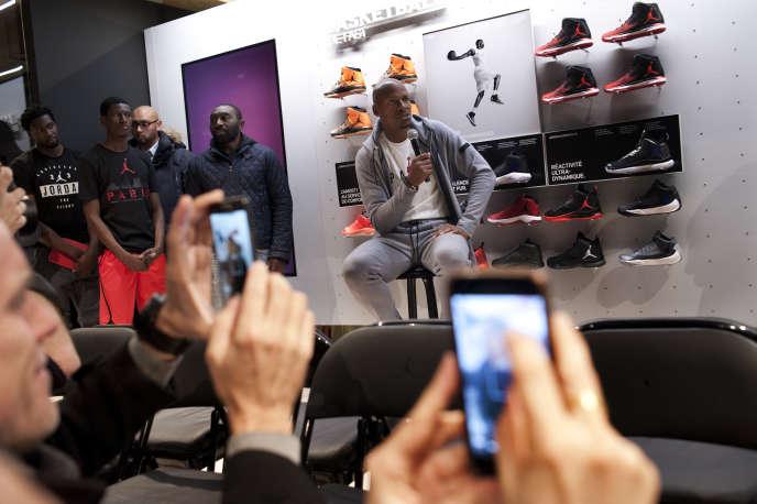 Ray Allen, ex-joueur de la NBA, deux jours avant l'ouverture au public de la boutique Jordan Bastille, le 22 novembre, à Paris.