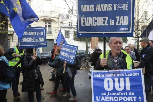 « Nous avons voté oui. Evacuez la ZAD », pouvait-on lire sur des pancartes brandies par les manifestants qui scandaient « Démarrez les travaux ! » le 23 novembre 2016.