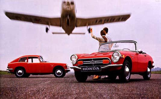 Lors de sa présentation à la presse, en 1966, la Honda S800 est surnommée par les journalistes «la petite Ferrari»