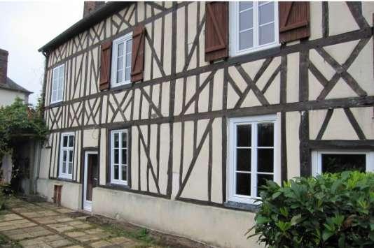 Lors du ravalement, la maison de Tourville la campagne, peut garder ses colombages et refuser un encapuchonnage isolant marquent sa spécificité régionale.