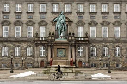 Le château de Christiansborg regroupe le Parlement, les bureaux du premier ministre et la Cour suprême. C'est là que sedéroule une partie de l'intrigue de« Borgen».