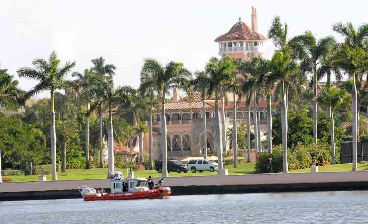 Donald Trump, le successeur de Barack Obama, a fêté Thanksgiving dans un hôtel de luxe de Palm Beach en Floride, sous la surveillance des gardes-côtes.