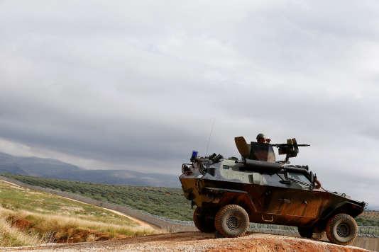 Le gouvernement turc soutient activement l'opposition syrienne qui tente de renverser le président Assad