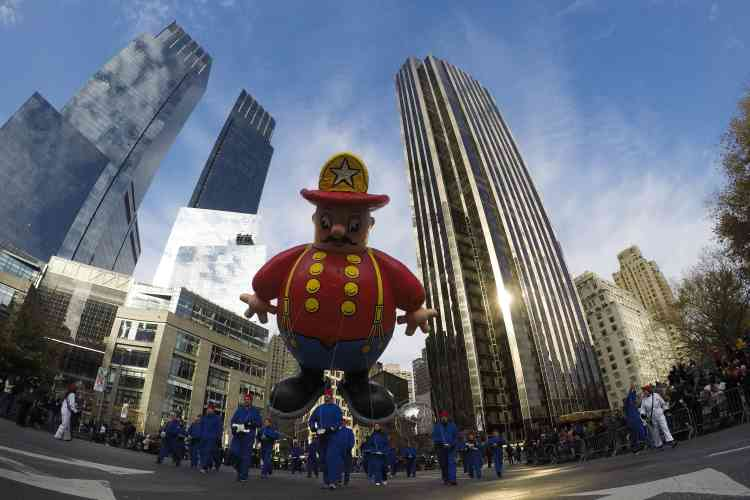 Pour la 90e fois, les grands magasins Macy's ont organisé une immense parade de trois heures pendant lesquelles desballons géants animent les rues de New York.