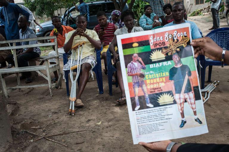 En mai 2016, une affiche a circulé, en soutien à un protestant pro-Biafra, tué lors d'une manifestation en 2015 à Port Harcourt, dans le Sud du Nigeria.