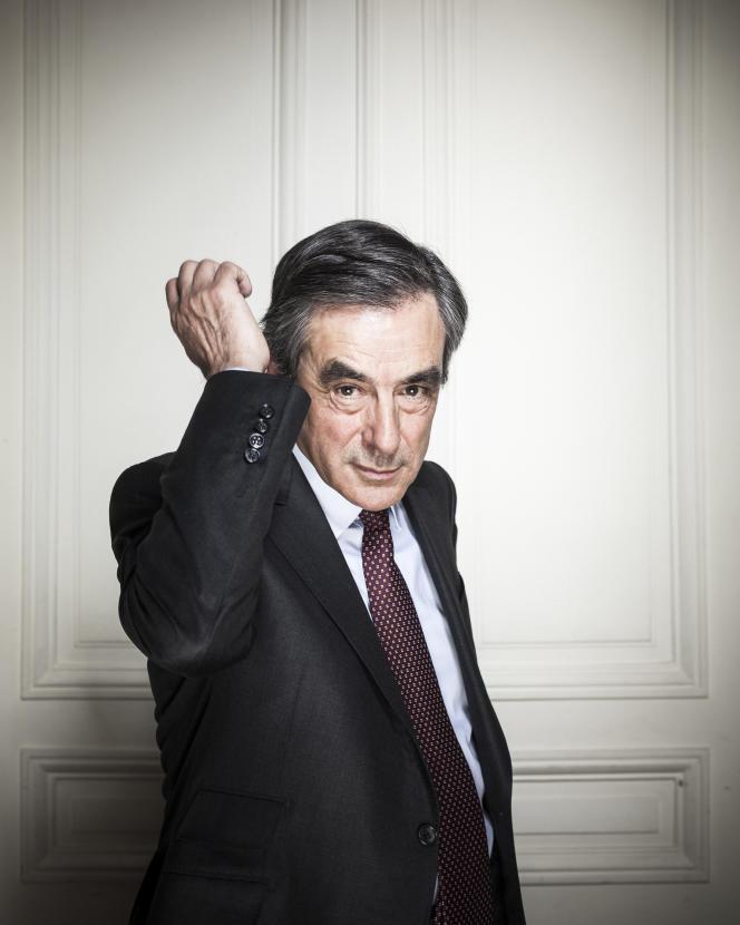 François Fillon, dans son bureau pour la primaire, en avril 2016
