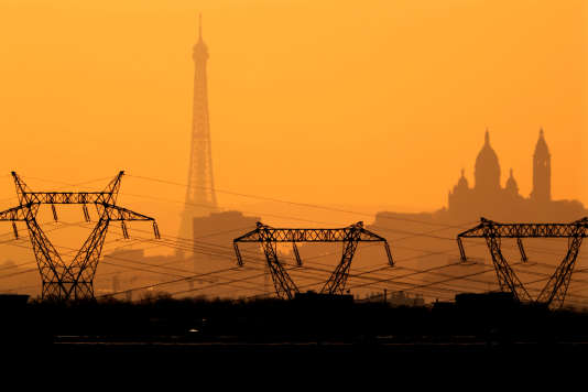 Greenpeace poursuit EDF et son PDG pour« délits boursiers », lui reprochant « un bilan inexact » et la diffusion d'« informations trompeuses ».