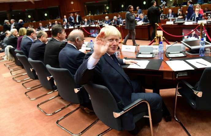 Le minstre des affaires étrangères britannique Boris Johnson lors d'une réunion du Conseil européen à Bruxelles le 14 novembre.