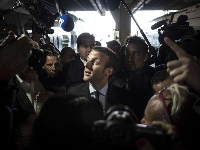 Emmanuel Macron en déplacement à Marseille le 17 novembre 2016.