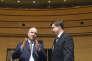 Pierre Moscovici, commissaire européen aux affaires économiques et monétaires, et Valdis Dombrovskis,vice-président de la Commission européenne chargé de l'euro et du dialogue sociale, lors d'un sommet Ecofin, à Luxembourg, en juin.