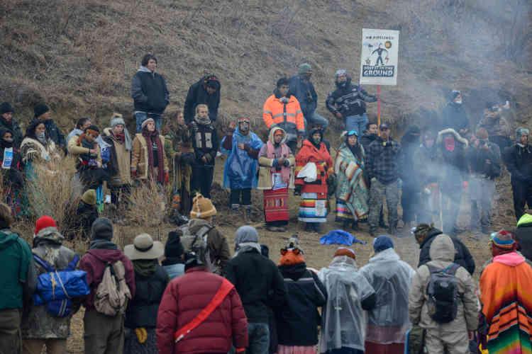 Beaucoup d'Amérindiens n'apprécient pas Thanksgiving, une célébration de l'arrivée des premiers pélerins en Amérique. Dans le Dakota du Nord, la journée a été l'occasion de protester une fois encore contre un projet de pipeline qui pourrait ravager la réserve de Standing Rock.