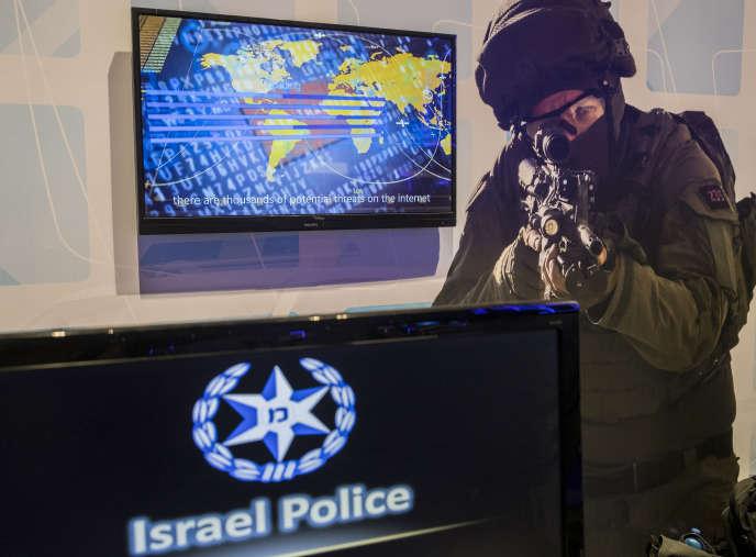 Le stand de la sécurité israélienne, lors d'une conférence sur la « Cybersécurité intérieure», à Tel-Aviv, le 15 novembre.