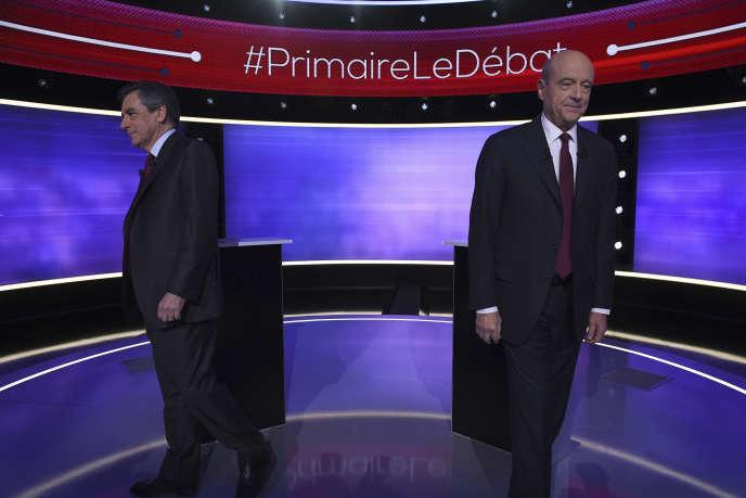 Francois Fillon et Alain Juppe lors du dernier débat des primaires de la droite et du centre àBoulogne-Billancourt le 24 novembre.