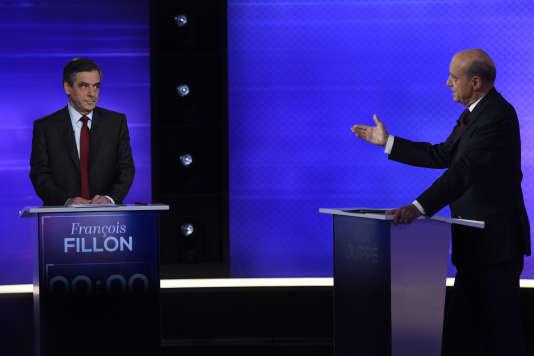 François Fillon et Alain Juppé, le 24novembre, pendant le débat d'entre-deux-tours de la primaire de la droite.