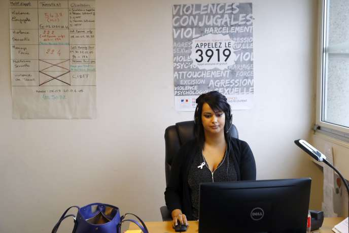 A la permanence du 3919, le numéro consacré aux femmes victimes de violences.