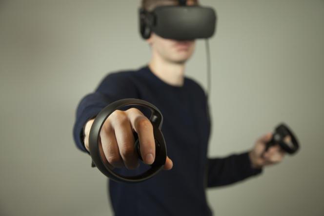 L'Oculus Rift et ses périphériques de contrôle, les Oculus Touch.