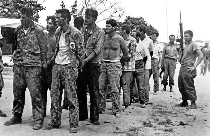 Des contre-révolutionnaires cubains financés par la CIA capturés par l'armée cubaine lors de l'échec de l'assaut sur la Baie des Cochons (avril 1961).