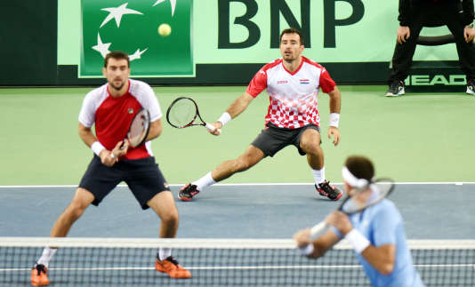 Les Croates Ivan Dodig (droite) et Marin Cilic ont remporté le double de la finale de Coupe Davis, face à l'Argentine.