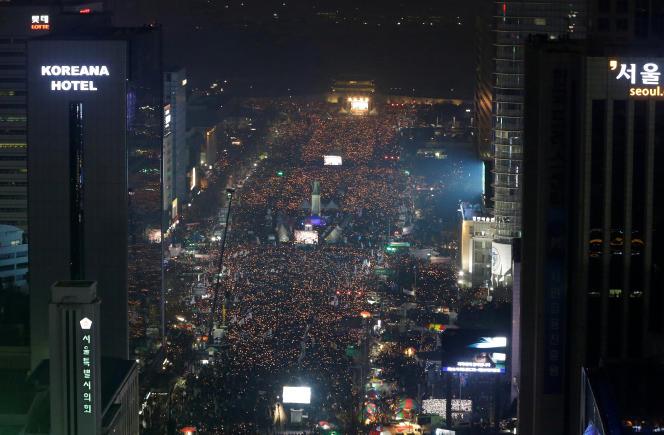 Les manifestations grossissent au fil des semaines et sont les plus imposantes jamais enregistrées depuis les rassemblements pro-démocratie des années 80.