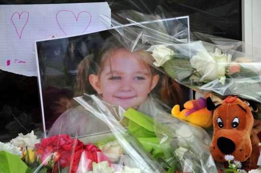En septembre 2013, devant la maison de la petite Fiona.