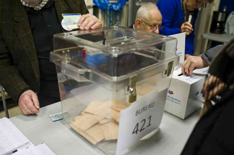 A Lyon, au bureau de vote rue Fournet.