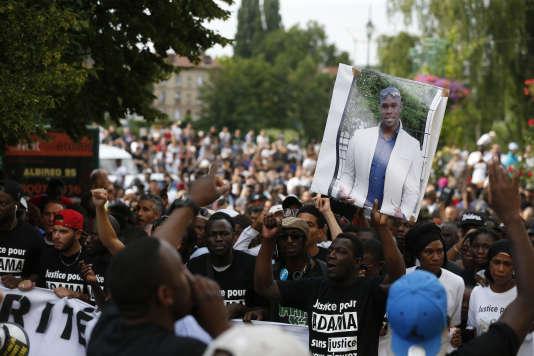 Marche blanche, le 22juillet, pour Adama Traoré, mort lors de son arrestation par les gendarmes le 19juillet.