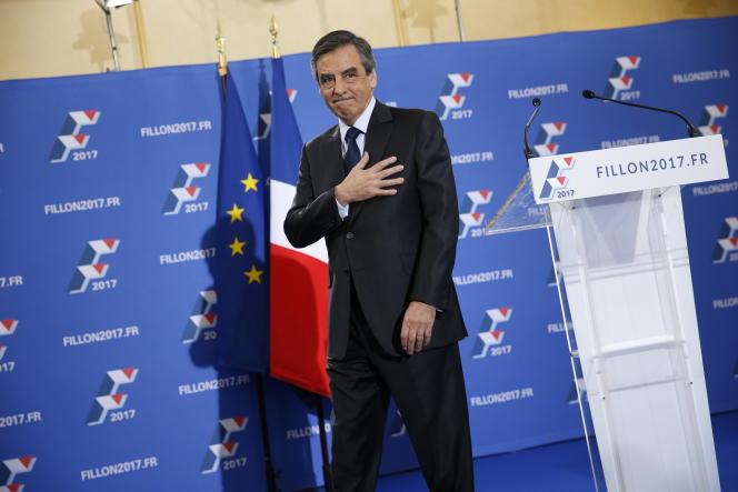 François Fillon, après son discours à son QG de campagane, à Paris, le 27 novembre.
