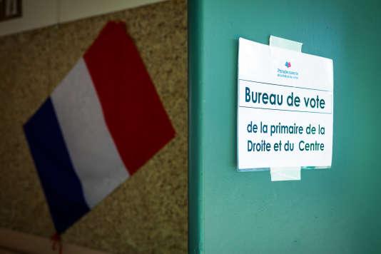 Bureau de vote pour le second tour des primaires de la droite, le 27 novembre à Angoulême.