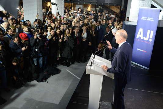 Alain Juppé à son QG de campagne, le soir du second tour de la primaire de la droite, dimanche 27 novembre.