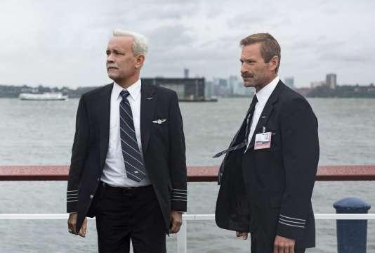 Tom Hanks etAaron Eckhart dans le film américain de Clint Eastwood,« Sully».
