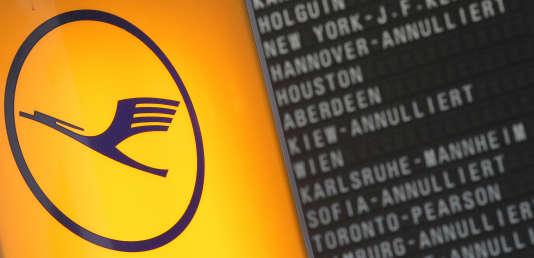 La liste des vols de la Lufthansa annulés en raison d'une grève, le 23 novembre 2016, à l'aéroport deFrancfort-sur-le-Main (Allemagne).