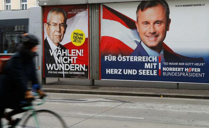 Affiches de campagne du candidat indépendant, l'écologisteAlexander Van der Bellen, et de celui du FPÖ,Norbert Hofer, à l'élection présidentielle autrichienne du 4 décembre.