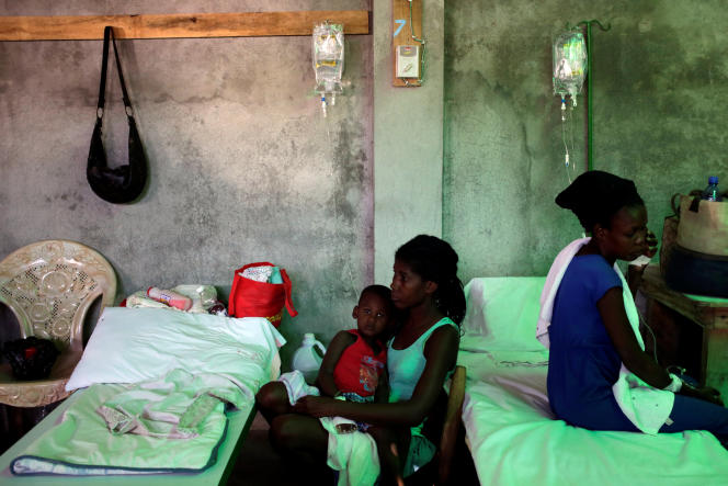 A woman takes care of her son, who is receiving treatment for cholera, at the Immaculate Conception Hospital in Les Cayes, Haiti, November 8, 2016. REUTERS/Andres Martinez Casares