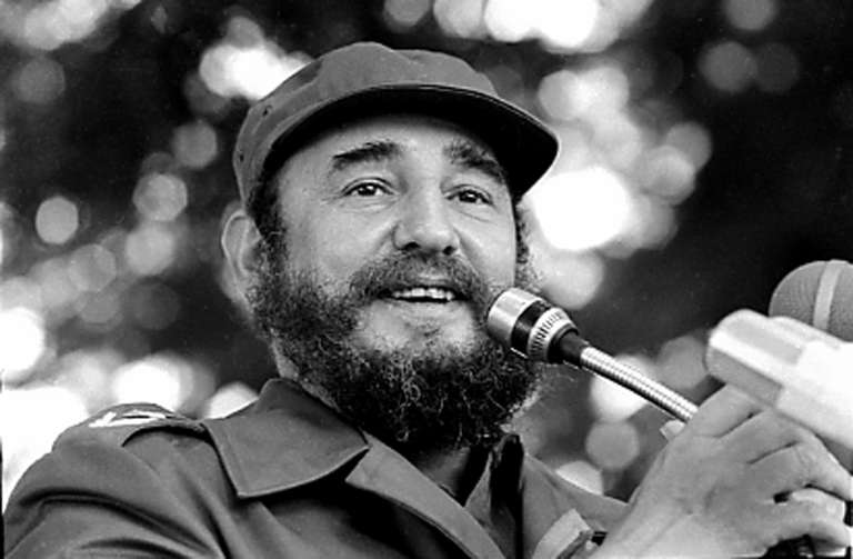 En mars 1984, Fidel Castro est en visite à Lunada.
